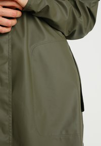 Ilse Jacobsen - TRUE RAINCOAT - Parka - army - 6