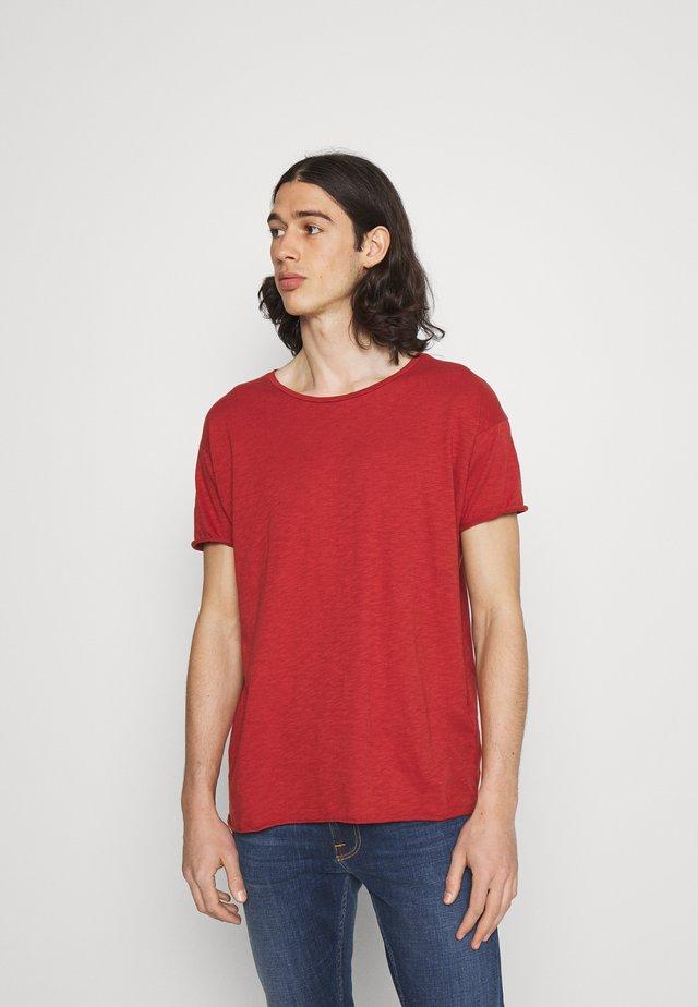 ROGER - Basic T-shirt - poppy red