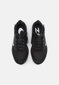 Nike Performance - AIR ZOOM PEGASUS 37 FLYEASE 4E - Neutrala löparskor - black/white/smoke grey - 3