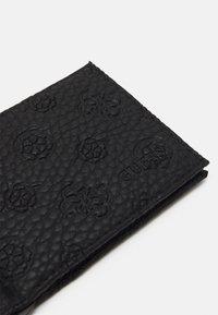 Guess - ELVIS MONEY CLIP CARD CASE - Plånbok - black - 3