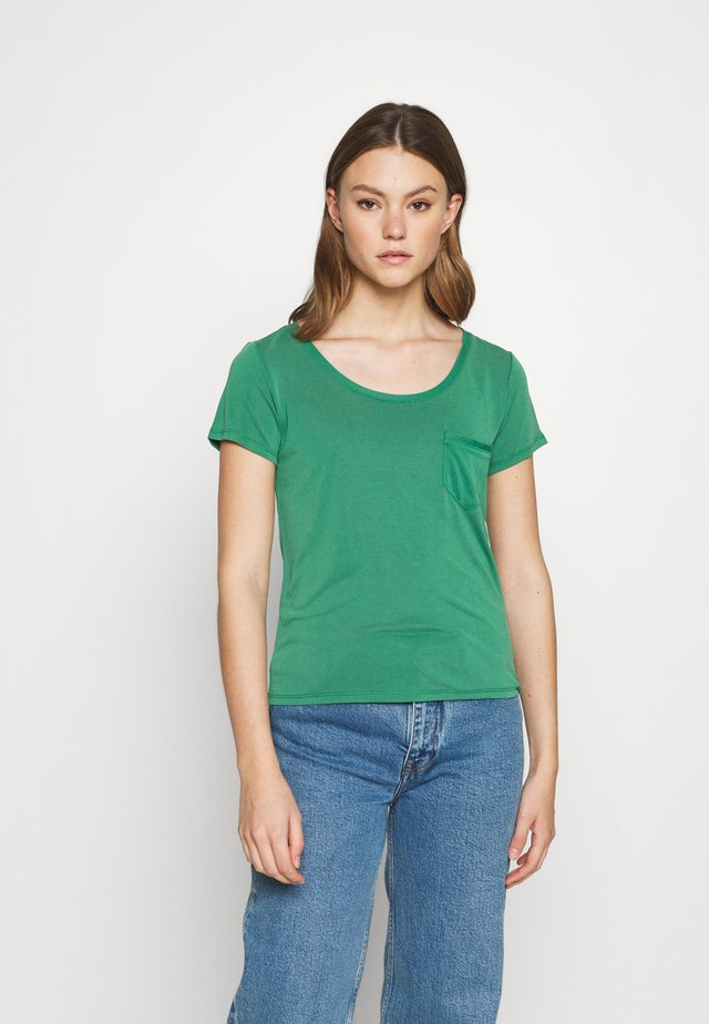 COLUMBINE TEE - Basic T-shirt - pine green
