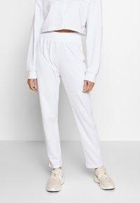 Missguided - ZIP FRONT CROPPED  SLIM LINE SET - Survêtement - white - 4
