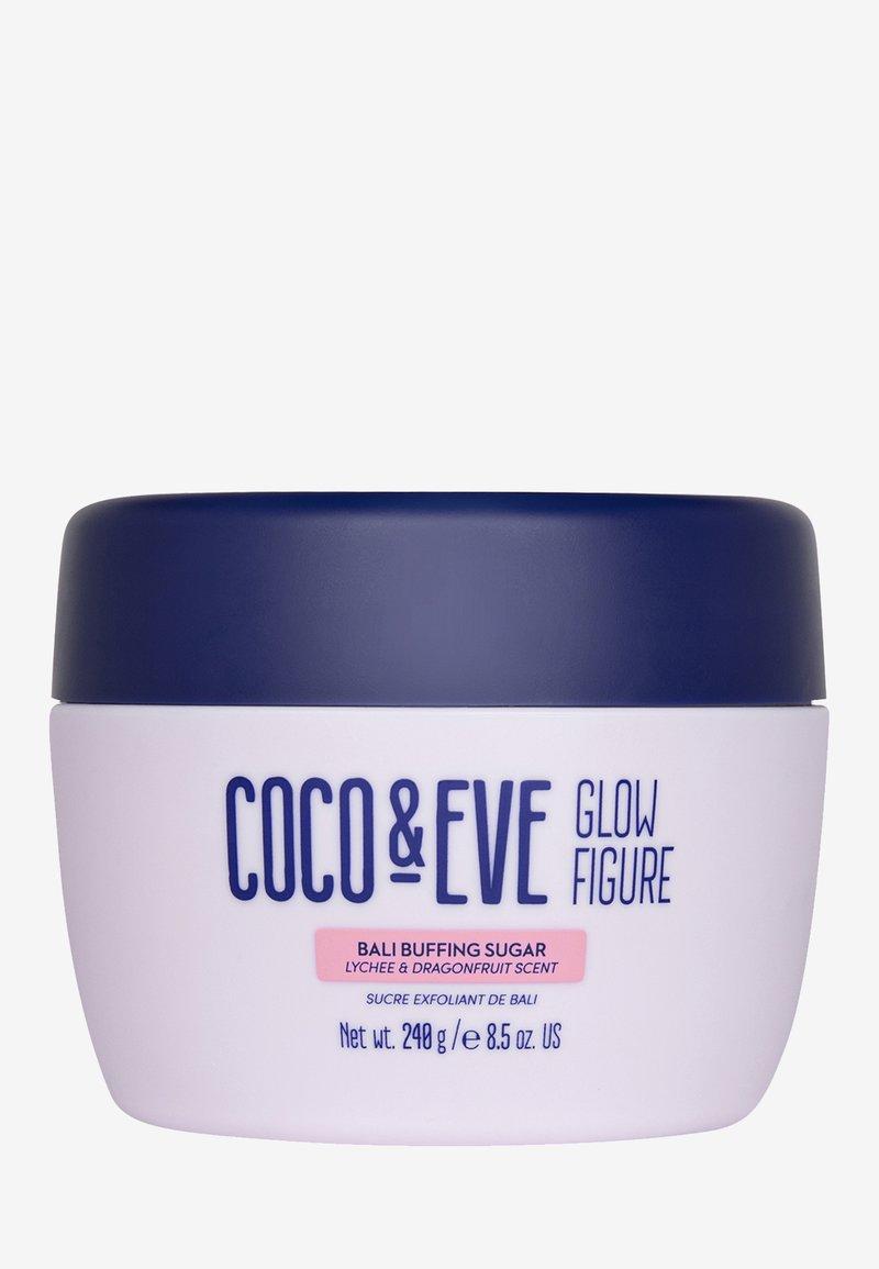 Coco & Eve - GLOW FIGURE BALI BUFFING SUGAR - Kroppsexfoliering - -
