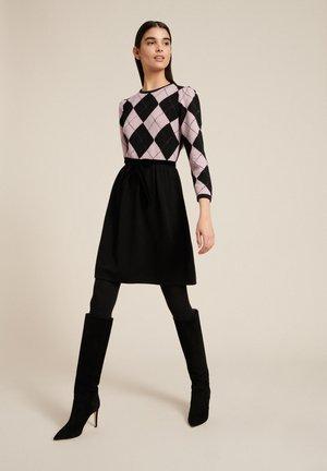 Day dress - nero/rosa/geometrico