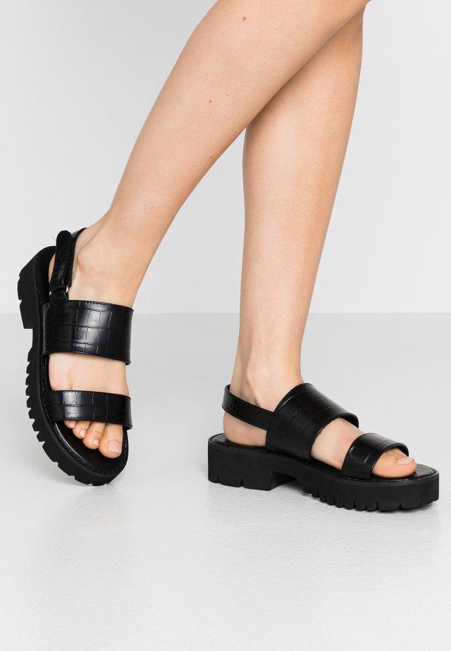 WIDE FIT PUERTO - Sandály na platformě - black