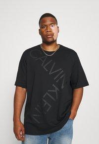 Calvin Klein - BOLD LOGO - T-shirt con stampa - black - 0
