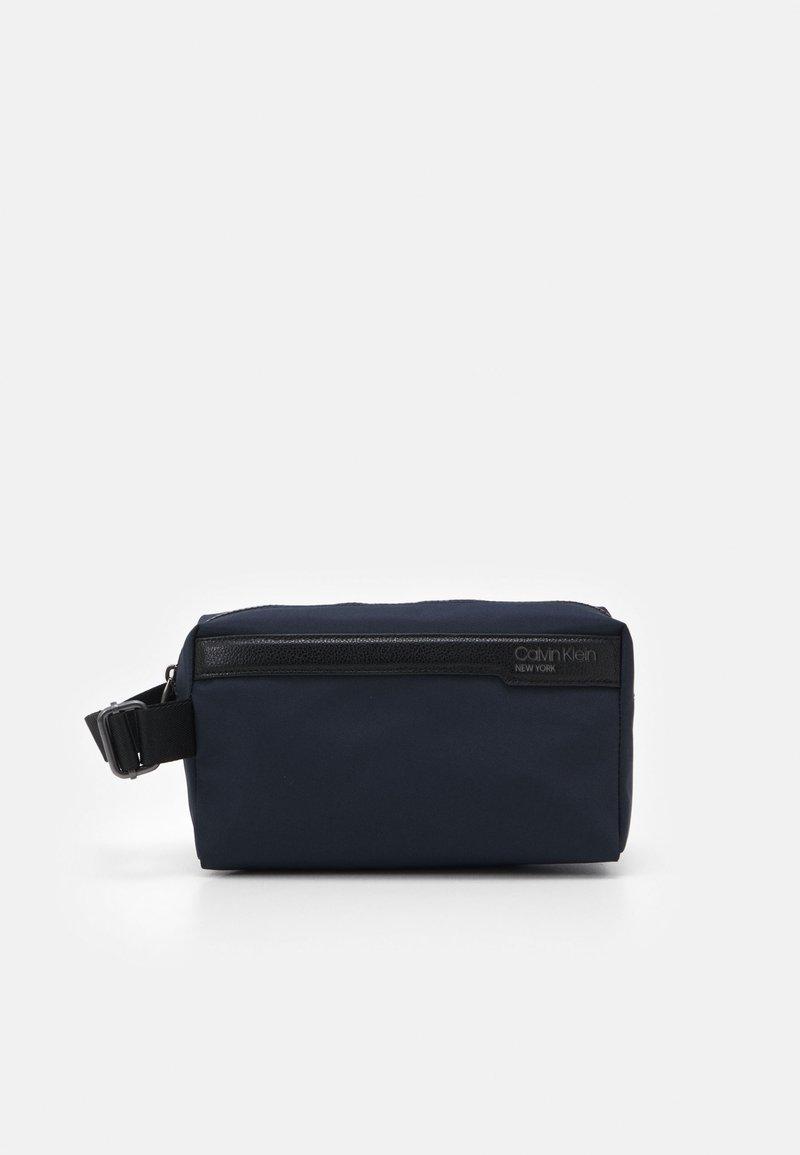 Calvin Klein - WASHBAG - Trousse de toilette - blue