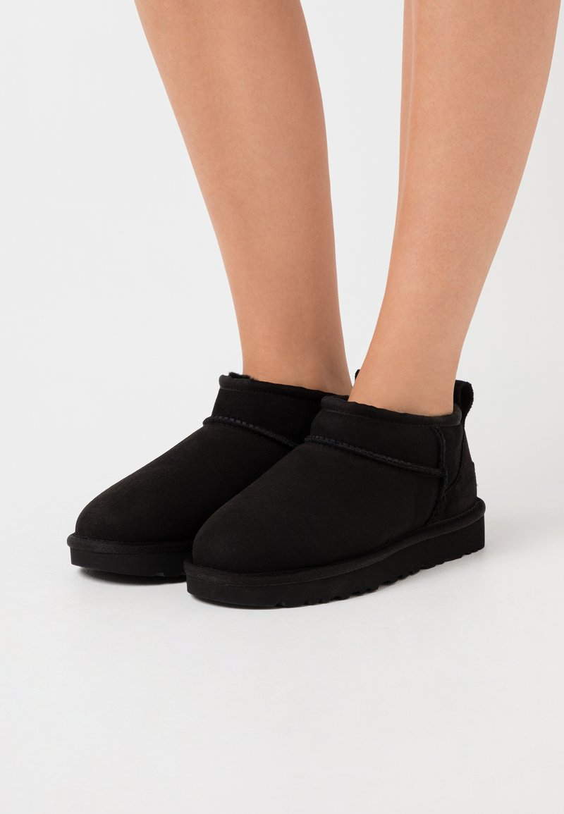 UGG - CLASSIC ULTRA MINI - Korte laarzen - black