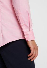 OLYMP - OLYMP NO.6 SUPER SLIM FIT  - Formální košile - rose - 3