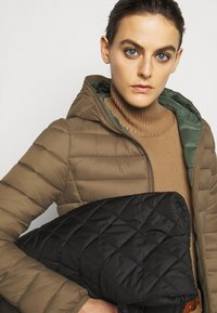 Save the duck - GIGAY - Winter jacket - coffee brown - 3