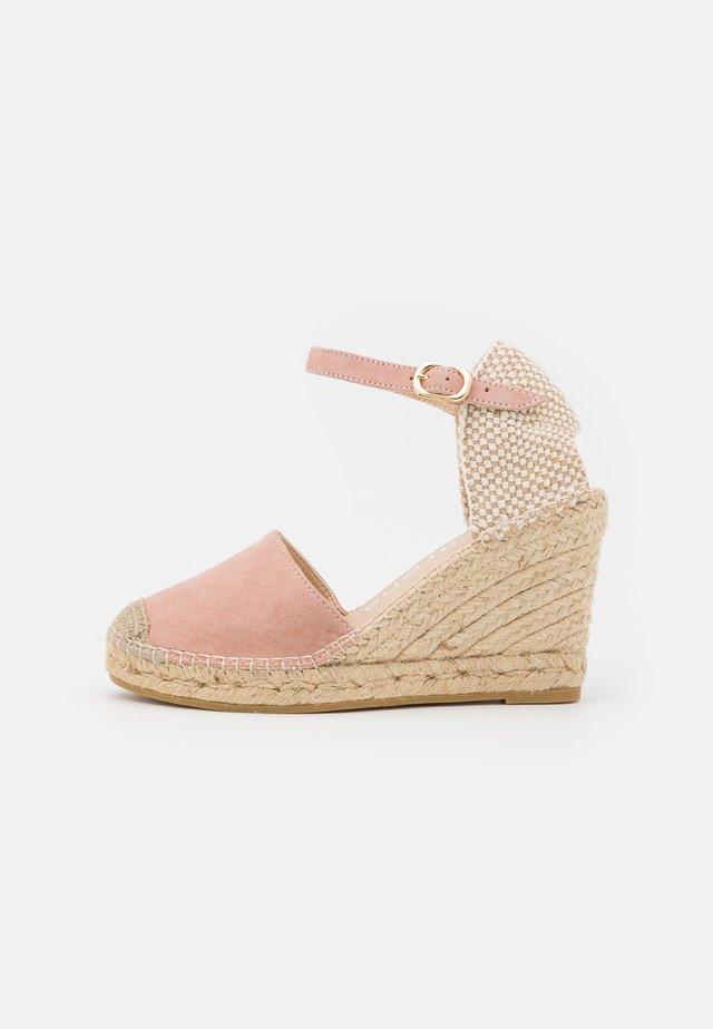 CARLA - Sandály na platformě - sand