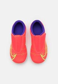 Nike Performance - MERCURIAL JR VAPOR 14 CLUB TF UNISEX - Kopačky na umělý trávník - bright crimson/metallic silver - 3