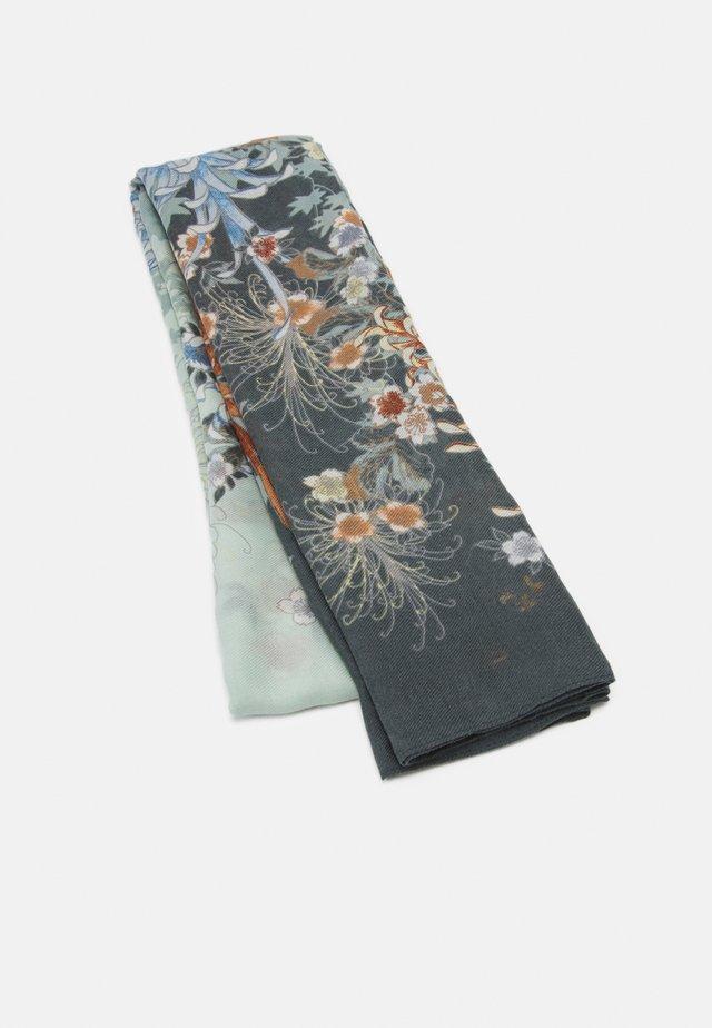 SCARF FLOWER - Foulard - dusty green