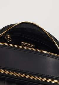 Versace Jeans Couture - QUILTED CAMERA - Borsa a tracolla - black - 5