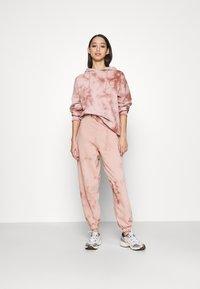 Topshop - TIE DYE HOODY - Sweatshirt - pink - 1