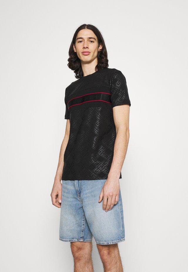 MINOS TEE - T-shirt imprimé - jet black/red
