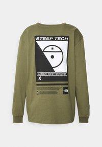 The North Face - STEEP TECH TEE UNISEX - Camiseta de manga larga - burnt olive green - 7