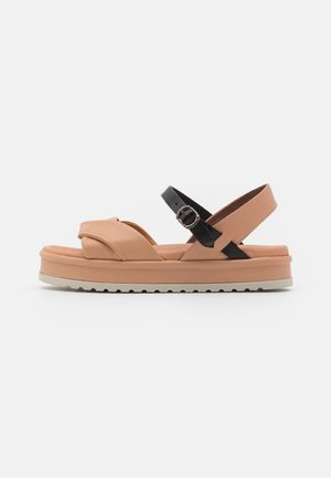 Sandály na platformě - lotus