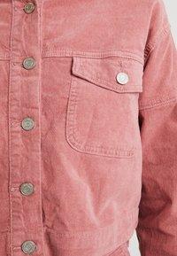 Missguided - RAW HEM JACKET - Veste en jean - pink - 5
