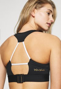Wolf & Whistle - V NECK SPORTS BRA WITH TRIANGLE BACK DETAIL CORE - Sujetador deportivo - black - 3