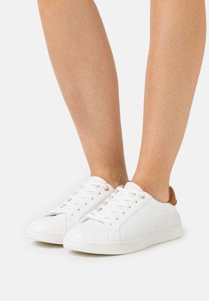 ONLSHILO CROC  - Sneakers laag - white