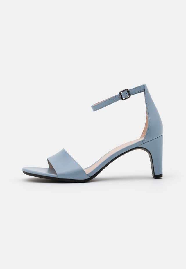 SHAPE SLEEK - Sandalias - dusty blue zennor