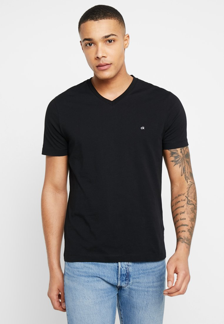 Calvin Klein - V-NECK CHEST LOGO - T-shirt - bas - black