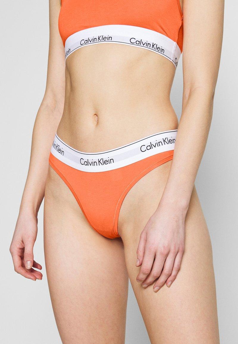 Calvin Klein Underwear - MODERN THONG - String - grapefruit