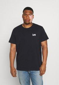 Lee - GRAPHIC PLUS 2 PACK - Basic T-shirt - grey mele/black - 1