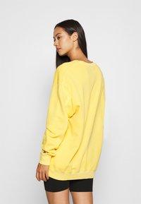 Levi's® - LEVI'S X PEANUTS UNBASIC CREW SWEATSHIRT - Sweatshirt - yellow - 2