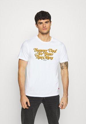GRAPHIC CREWNECK TEE UNISEX - T-shirt med print - neutrals