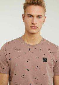 CHASIN' - LEO - Print T-shirt - pink - 3