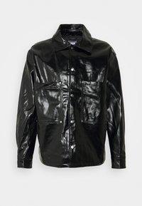 Weekday - BRYANT PATENT OVERSHIRT UNISEX - Shirt - black - 0
