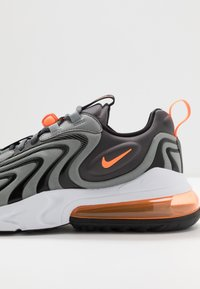 Nike Sportswear - AIR MAX 270 REACT - Sneakers basse - iron grey/total orange/particle grey/black/white