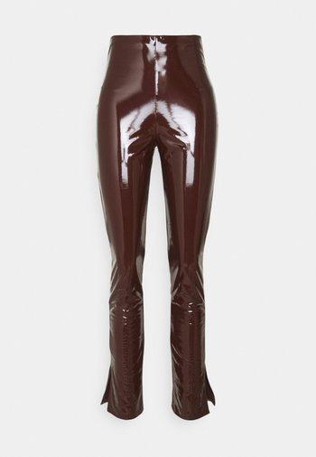SLIM  PANT - Bukse - brown