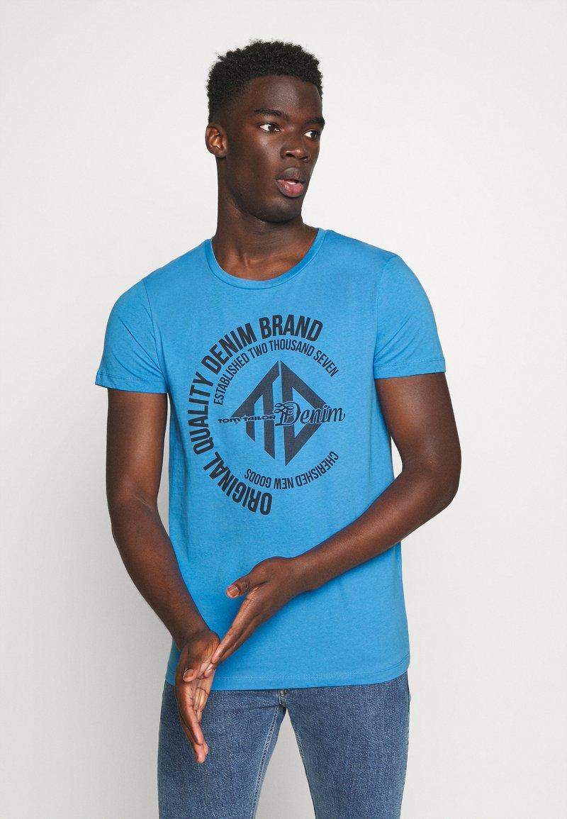 TOM TAILOR DENIM - WITH COINPRINT - Print T-shirt - water sport blue