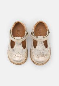 Froddo - ELIS - Ballerina's met enkelbandjes - gold shine - 3