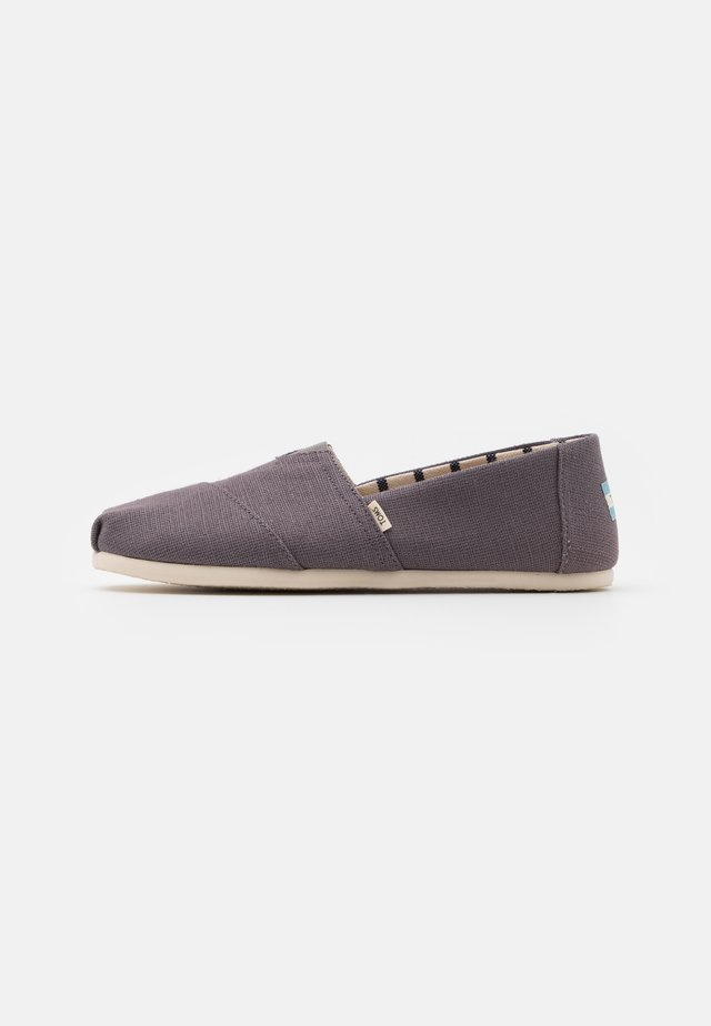 Slip-ons - shade gray