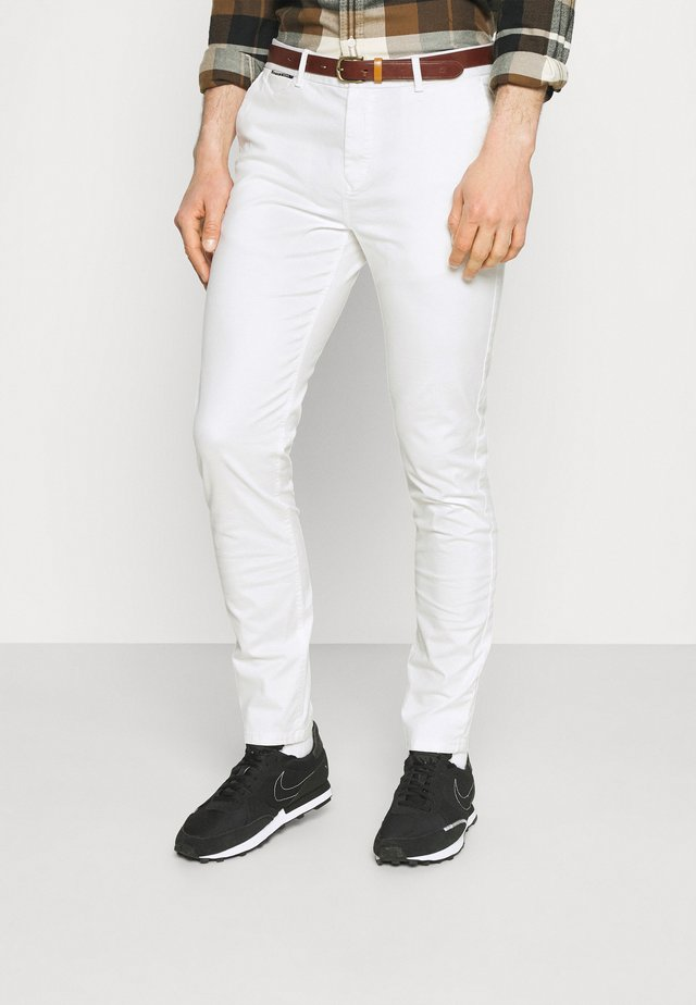 NEW BELTED  - Chinos - denim white