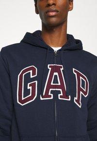 GAP - V LOGO SHERPA - Zip-up hoodie - tapestry navy - 5
