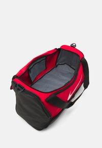 Nike Performance - 60L UNISEX - Treningsbag - university red/black/white - 3