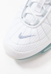 Nike Sportswear - MX-720-818 - Tenisky - white/indigo fog/pure platinum/hyper crimson - 5