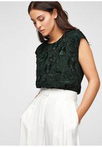s.Oliver BLACK LABEL - Print T-shirt - leaf green - 0