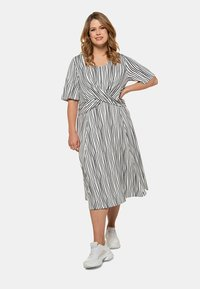 Ulla Popken - Jersey dress - weiß/marine - 1