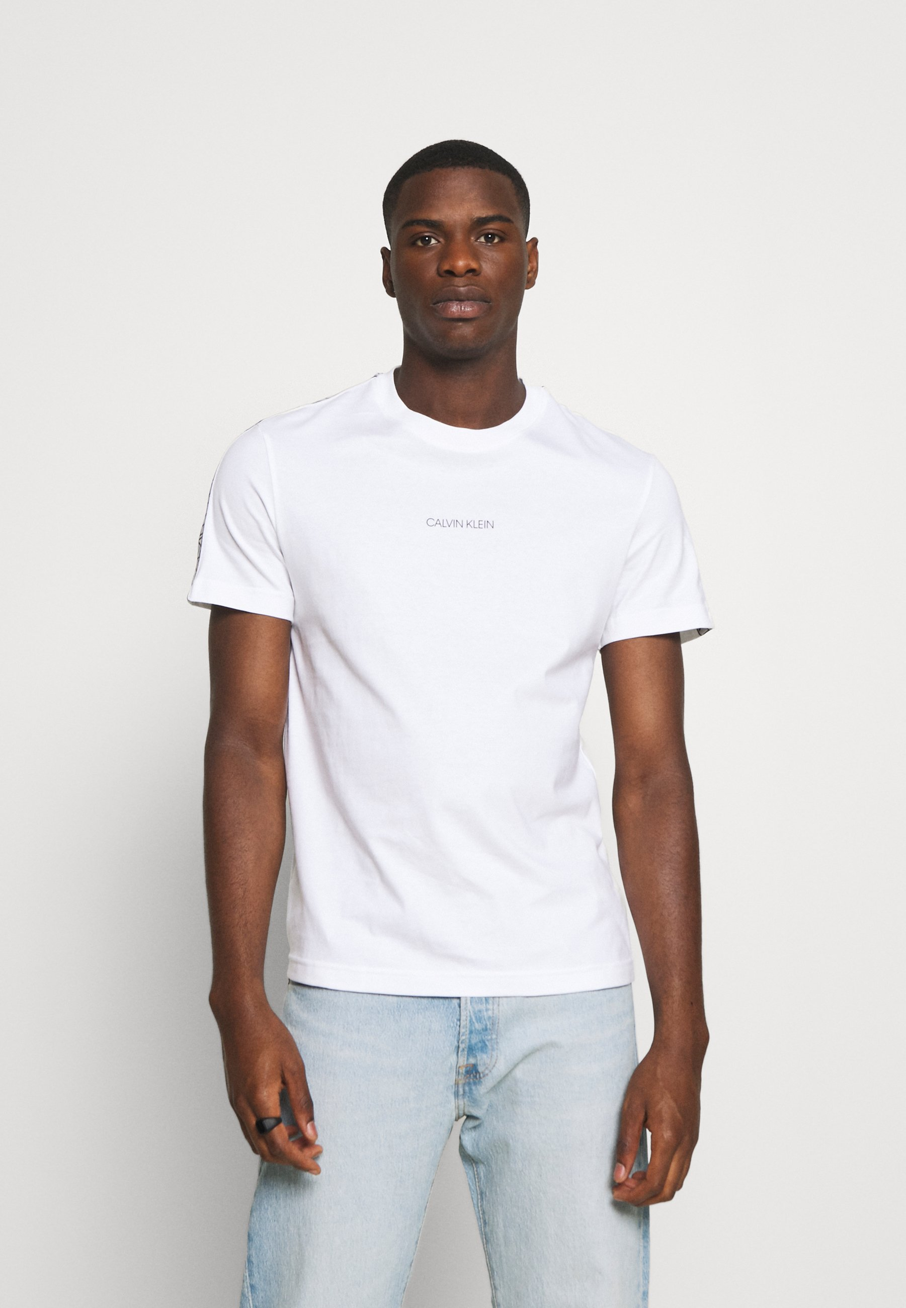 Men ESSENTIAL LOGO TAPE - Print T-shirt
