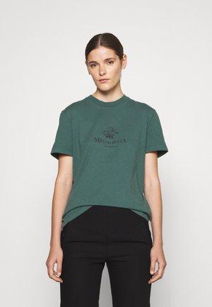 ARTWORK TEE SHORT SLEEVE - Print T-shirt - dusty green