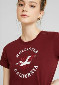 Hollister Co. - INCREMENTAL TECH CORE - Print T-shirt - zinfandel - 4