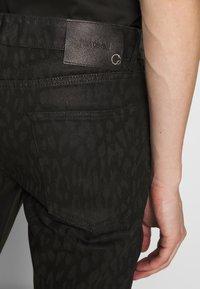 Just Cavalli - ANIMAL PATTERN PANTS 5 POCKETS - Jeans Slim Fit - black - 3