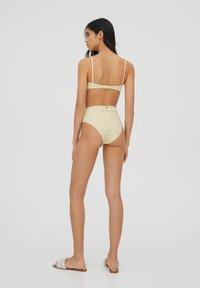 PULL&BEAR - BLUMENPRINT - Bikini top - yellow - 2