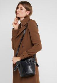 Repetto - RÉVERENCE - Handbag - noir - 1
